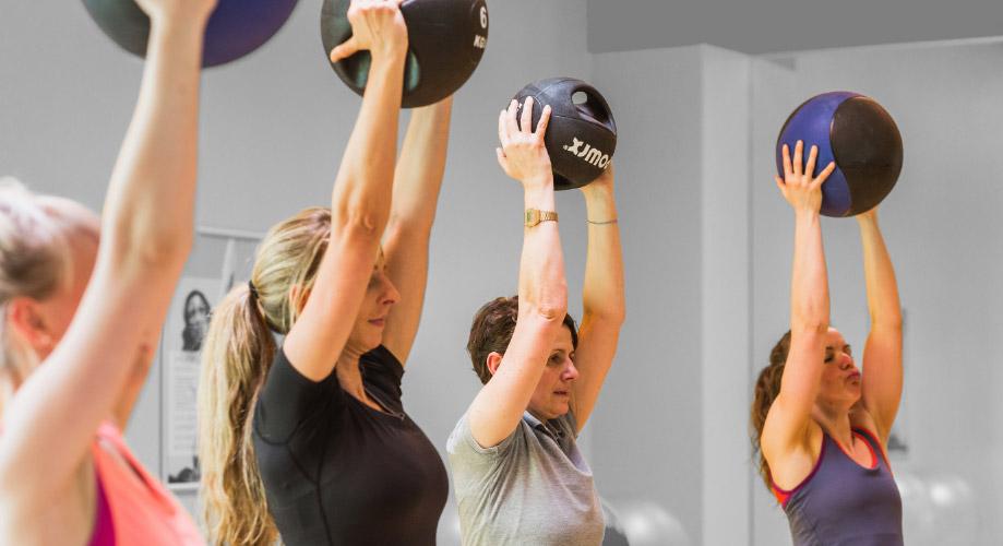 group fitness trainer b lizenz power ausbildung deutschlandweit studieren. Black Bedroom Furniture Sets. Home Design Ideas